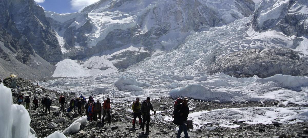 इस बार एवरेस्ट की ओर आए पर्वतारोहियों की संख्या भले छोटी हो, उम्मीदें उससे विशाल हैं