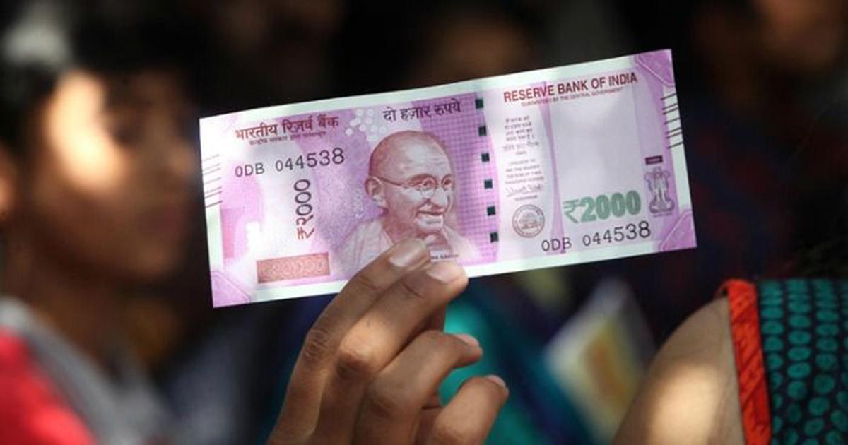 रुपये में फिर गिरावट, डॉलर के मुकाबले अब तक के सबसे निचले स्तर पर पहुंचा