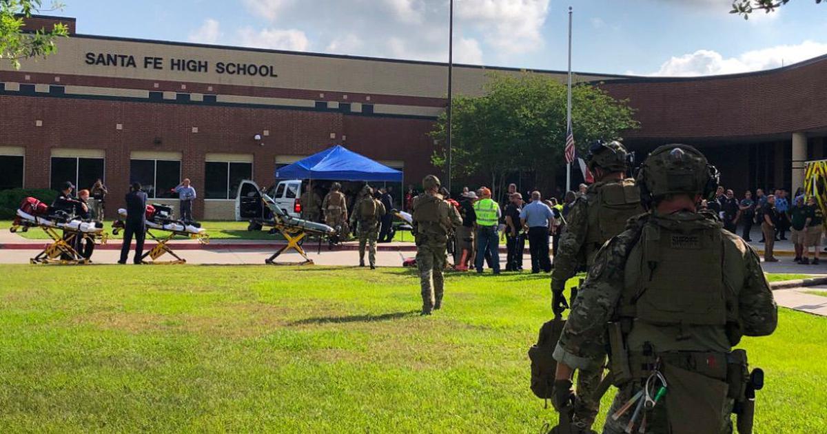 अमेरिका के स्कूल में गोलीबारी, कम से कम 10 लोगों की मौत