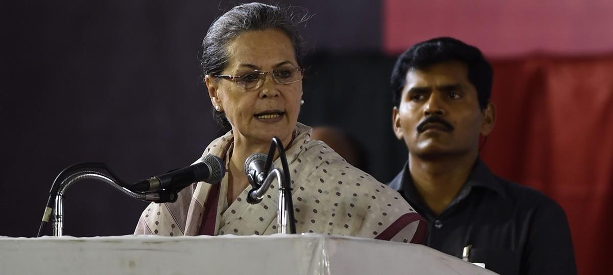 केरल के बिल्डर ने बकाया पैसे के लिए सोनिया गांधी के खिलाफ एफआईआर दर्ज करवाई
