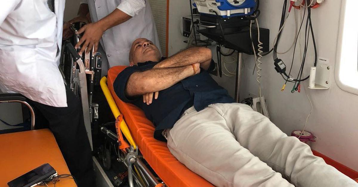 'आप' का धरना : मनीष सिसोदिया की भी तबीयत बिगड़ी, अस्पताल ले जाया गया