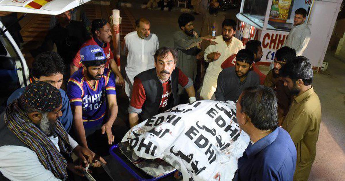 पाकिस्तान : चुनावी रैलियों में हुए दो बम धमाकों में कम से कम 24 लोगों की मौत