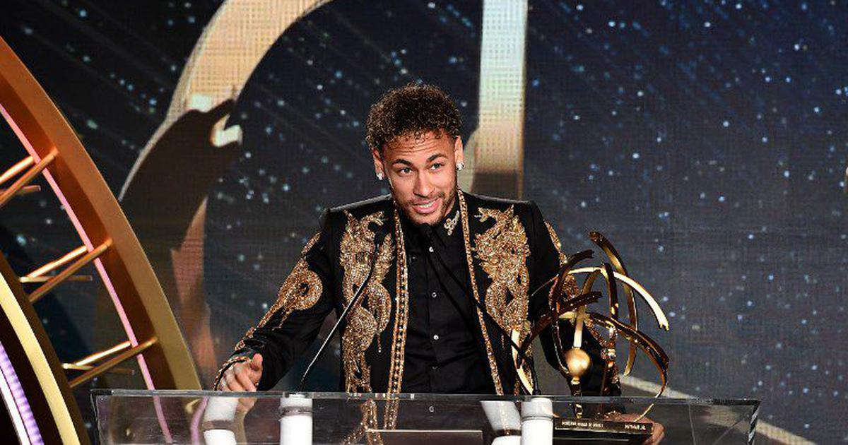 Neymar bags French player of the year award, rubbishes transfer talk