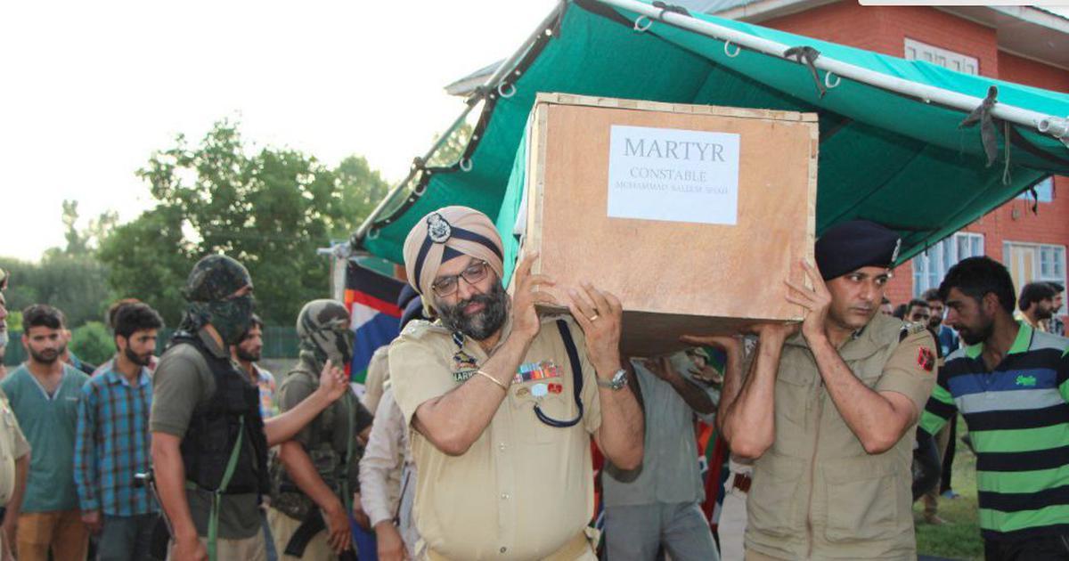 कश्मीर घाटी में इस समय पुलिसवाला होना कितना मुश्किल है?