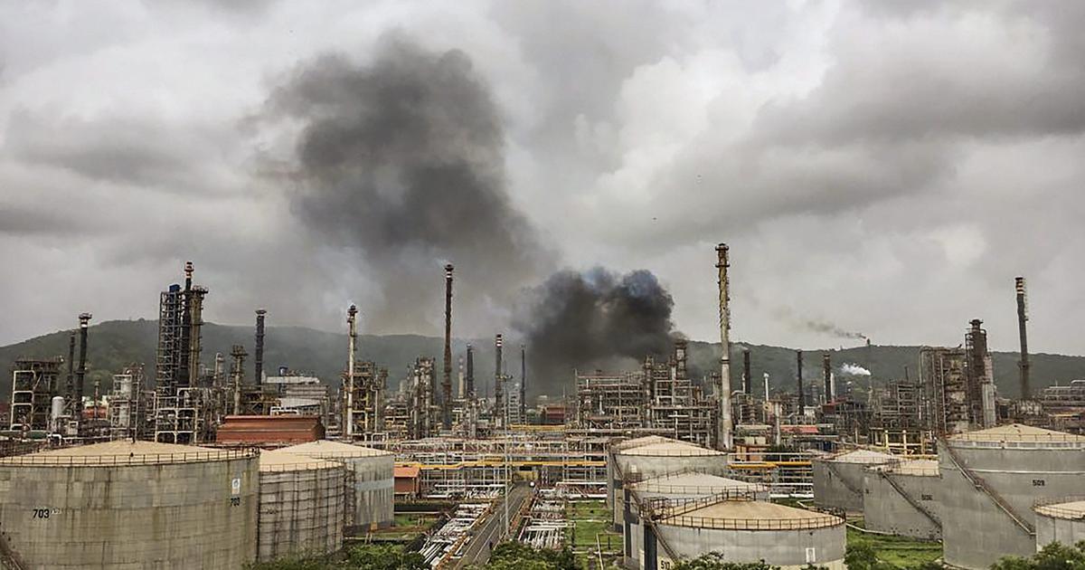 मुंबई : चेंबूर में स्थित भारत पेट्रोलियम रिफाइनरी में आग लगी