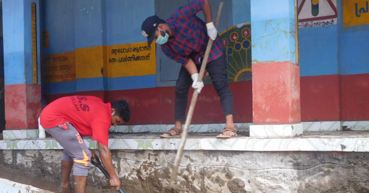 In two flood-hit Kerala districts, clean-up of homes picks up pace as an army of volunteers arrives