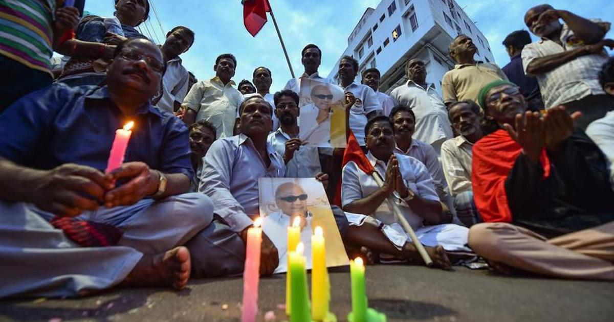 मद्रास हाई कोर्ट ने करुणानिधि को मरीना बीच पर दफनाने की इजाजत दी