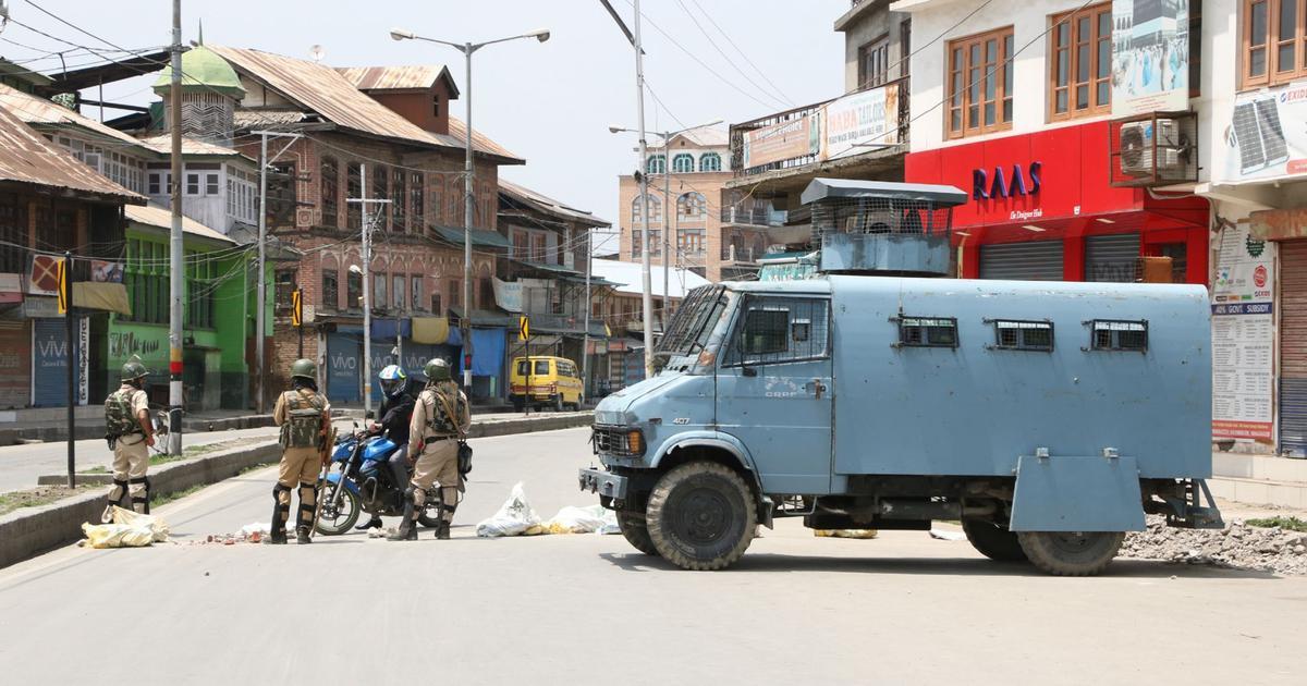 जम्मू-कश्मीर : सुरक्षा बलों ने पांच आतंकी मार गिराए