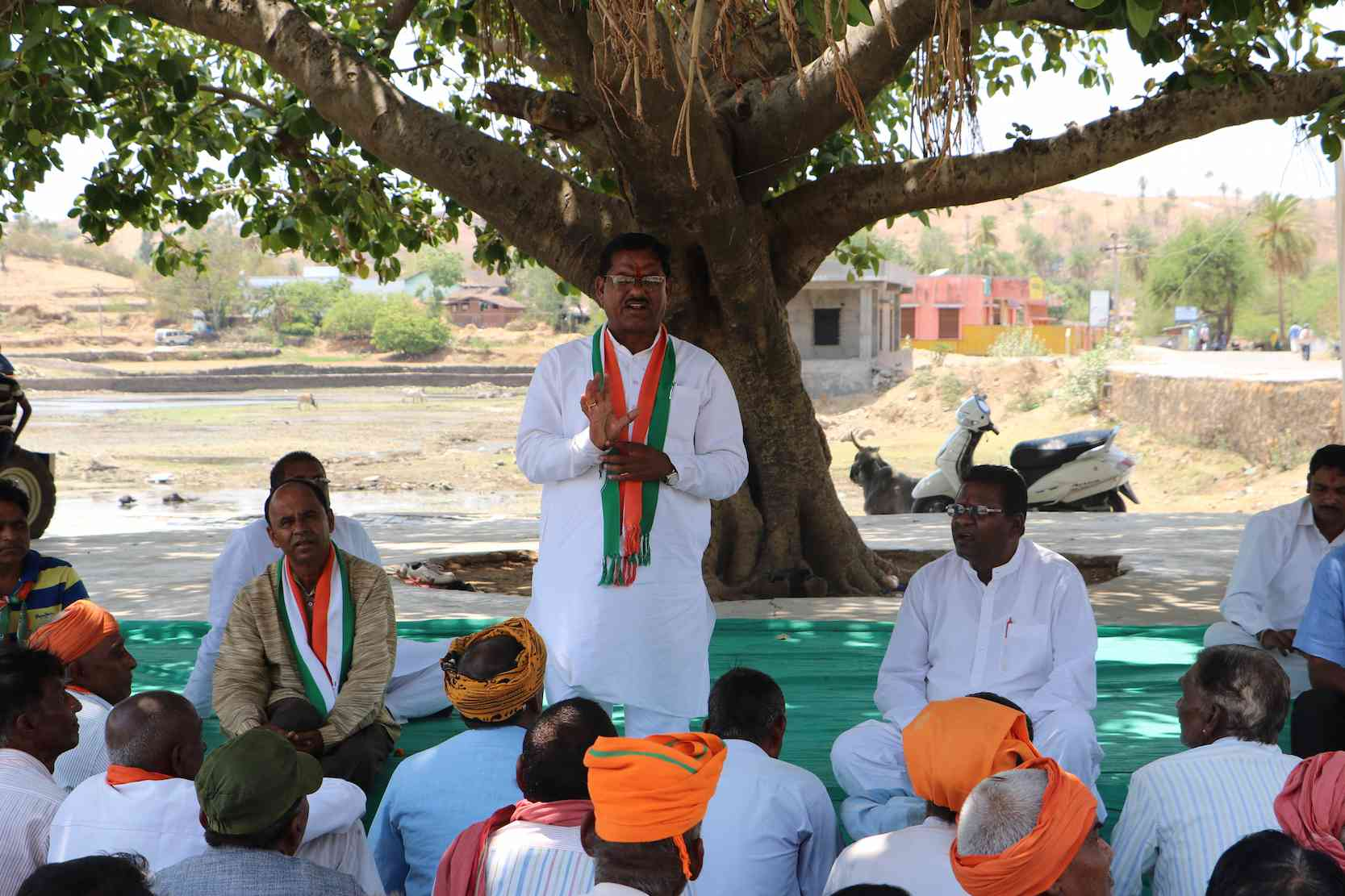 The Congress candidate Raghuvir Meena addressed a meeting in Kanpur village.
