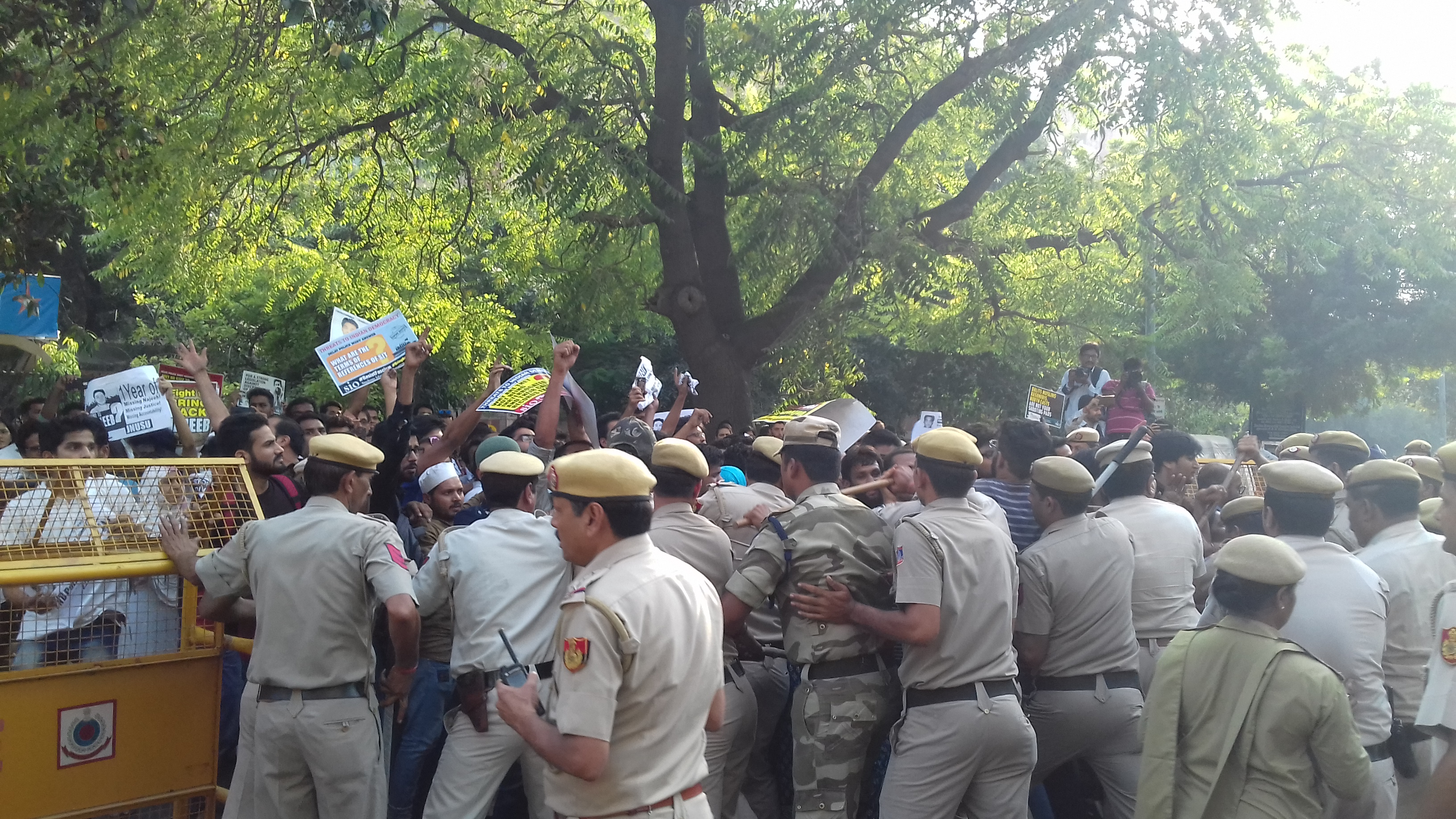 Students and police clash outside CBI headquarters. (Image Credit: Abhishek Dey)