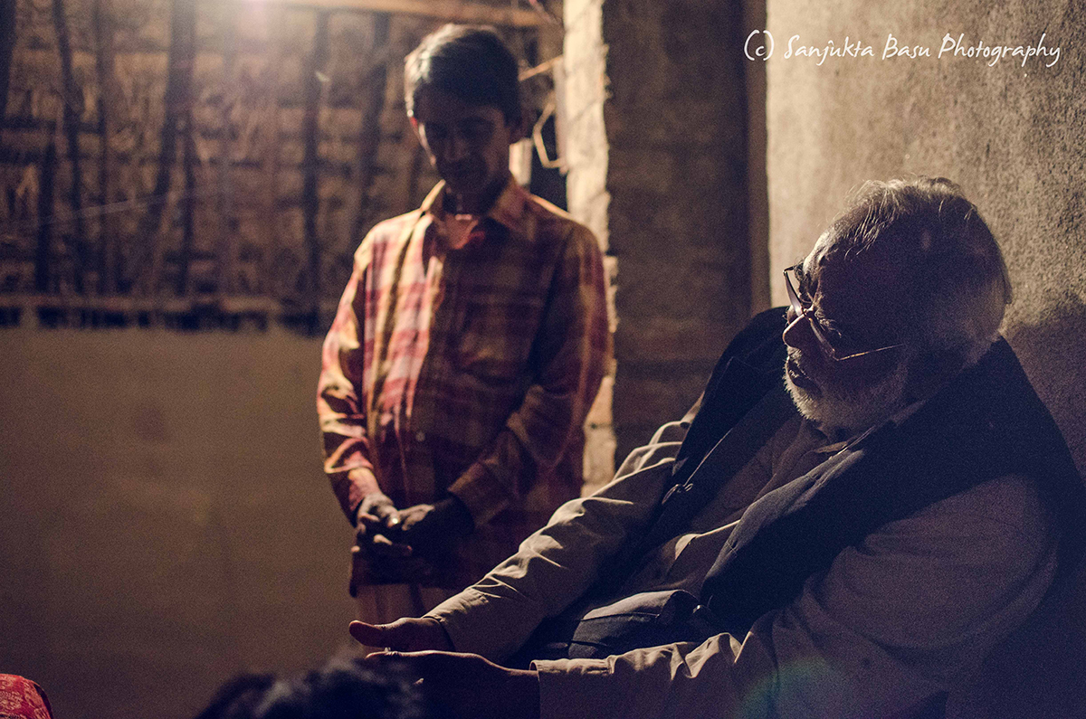 Karwan e Mohabbat member John Dayal leads the prayers at the hut of a member of Rajesh Naik's fellowship. (Credit: Sanjukta Basu / Karwan e Mohabbat)