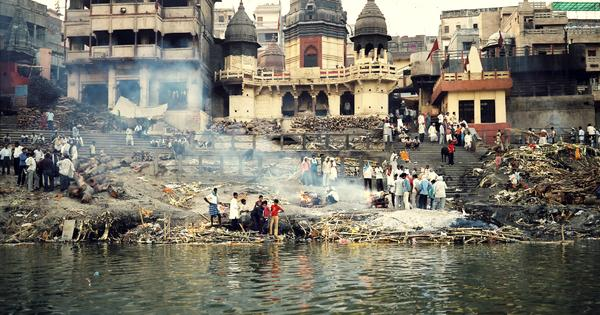 Why did 100 decomposed bodies float back up in Ganga?