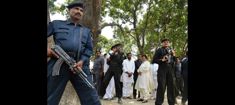 In wake of Badaun rape and murders, politicians and petitioners swarm UP village