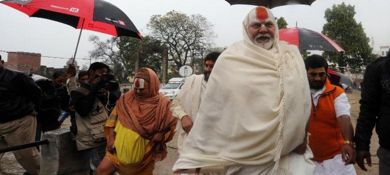 अखिल भारतीय अखाड़ा परिषद ने जिन 14 फर्ज़ी बाबाओं की सूची जारी की है उसमें कौन-कौन है?