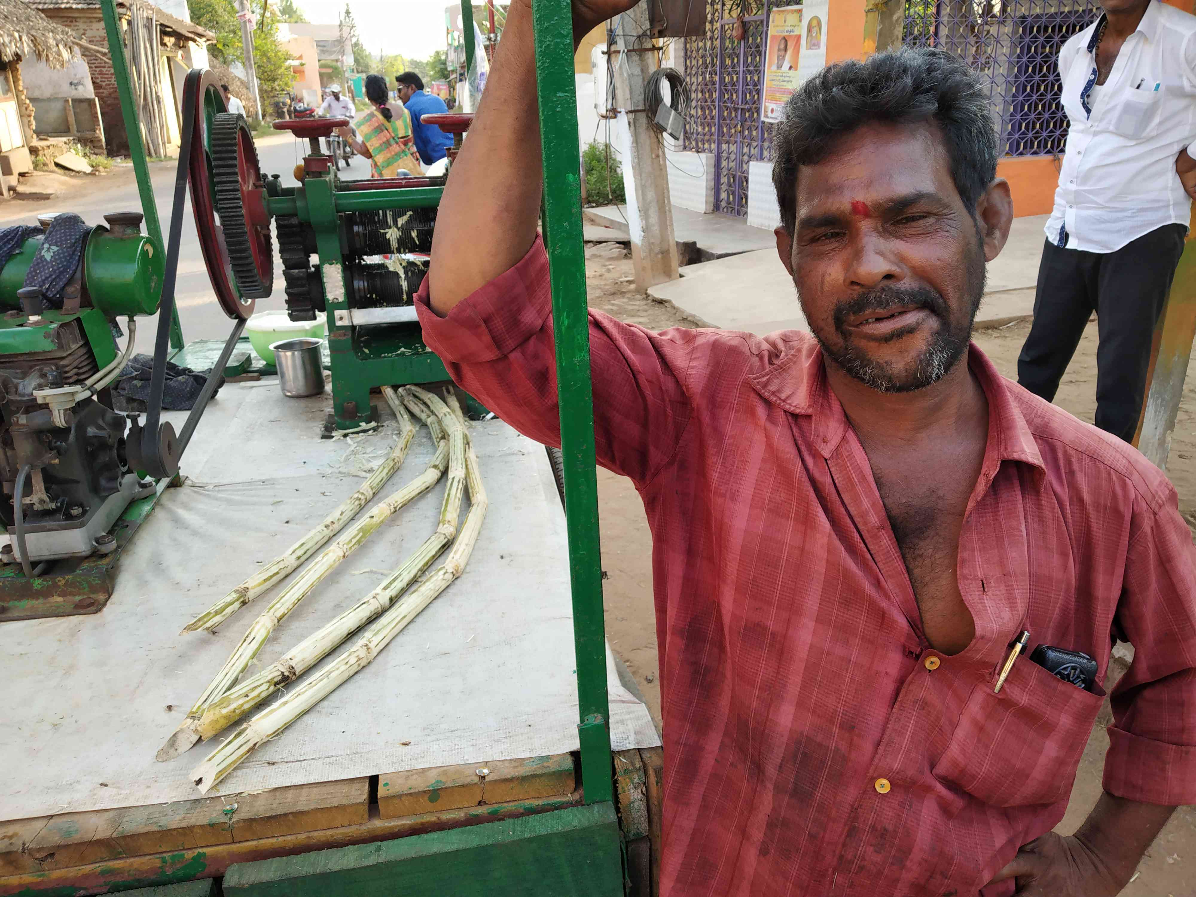 Kola Srinivas is a sugarcane juice vendor in Narsapuram. Photo credit: Sruthisagar Yamunan