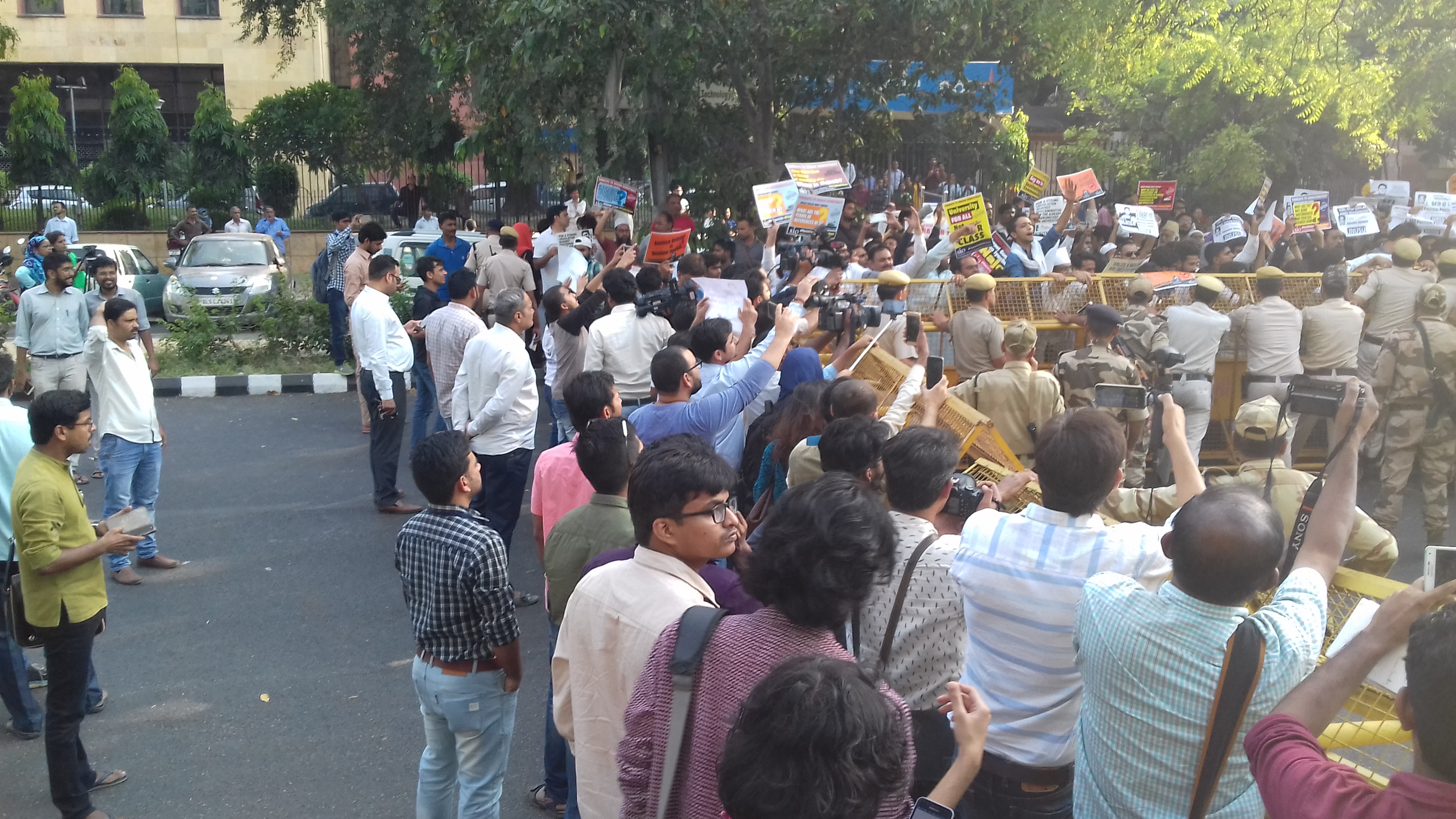 Students stage protest outside CBI headquarters. (Image Credit: Abhishek Dey)