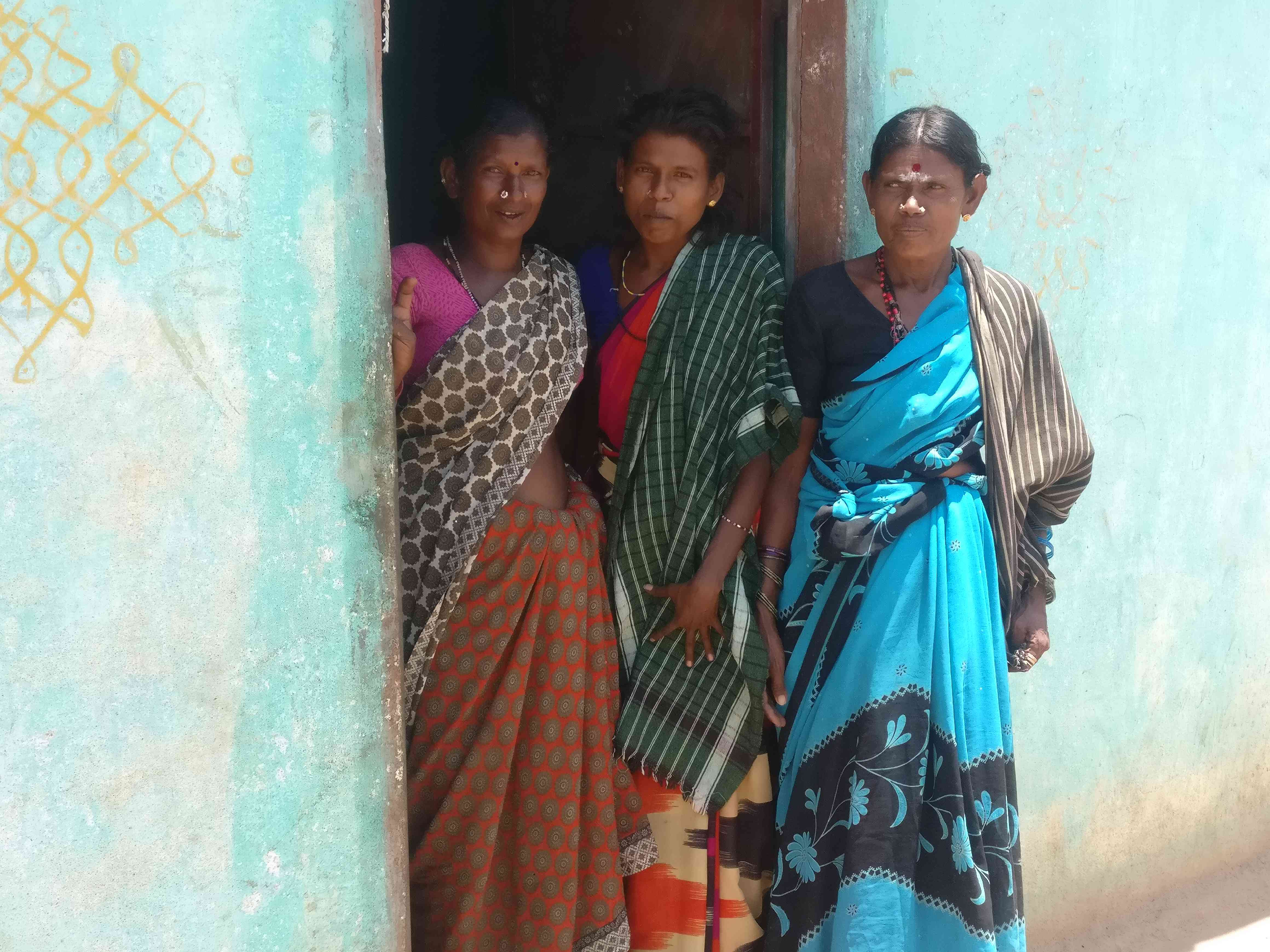 Irular women of Kodakarai village, Tamil Nadu. Photo credit: Nayantara Narayanan