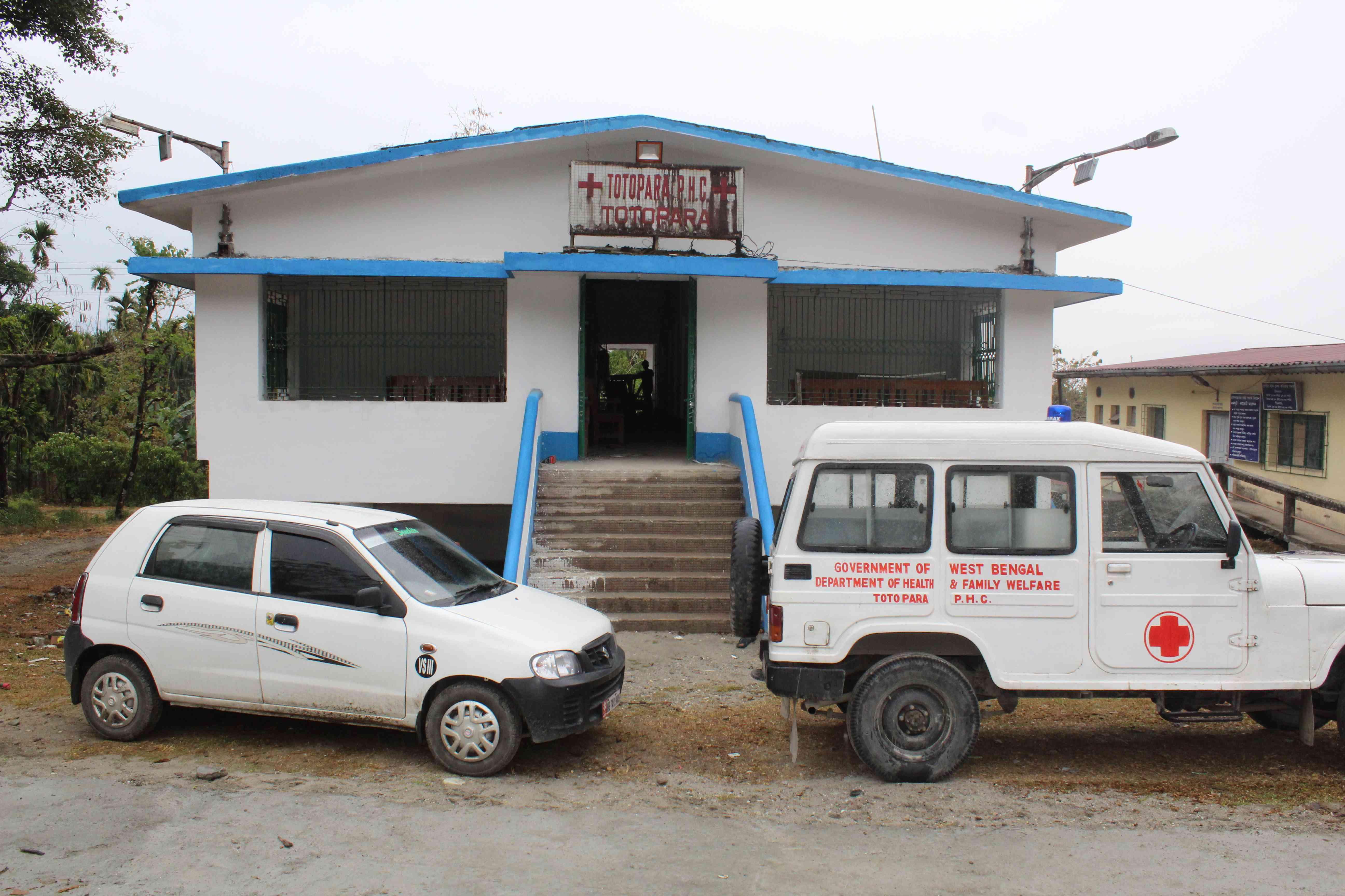 टोटोपाड़ा की पूरी आबादी अपनी स्वास्थ्य समस्याओं के लिए इस एकमात्र प्राथमिक स्वास्थ्य केंद्र पर निर्भर है