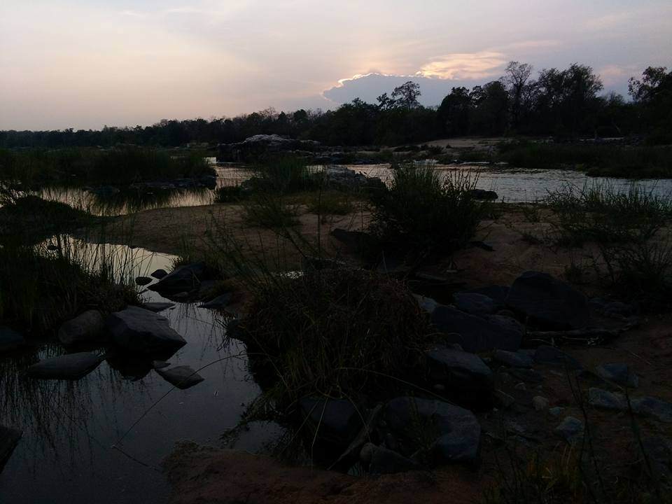 The Indravati river separates Gadchiroli in Maharashtra from Bijapur in Chhattisgarh. Photo credit: Raksha Kumar