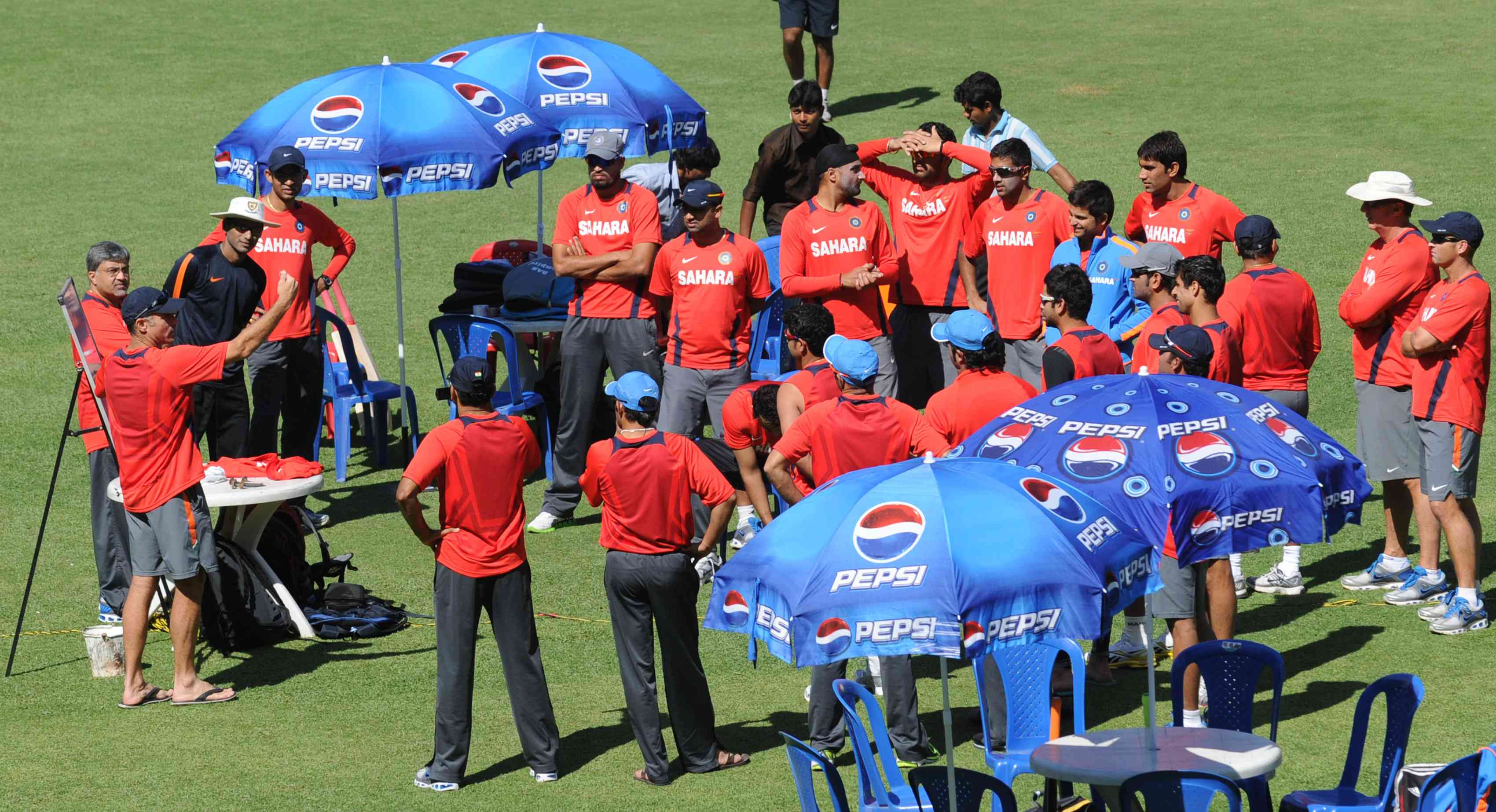 Paddy Upton briefs Team India during the 2011 World Cup – AFP / Prakash Singh