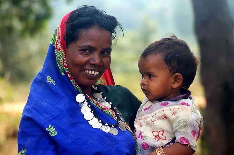 An adivasi woman and child in Chhattisgarh. Credit: Ekta Parishad [CC BY-SA 3.0 (https://creativecommons.org/licenses/by-sa/3.0)]