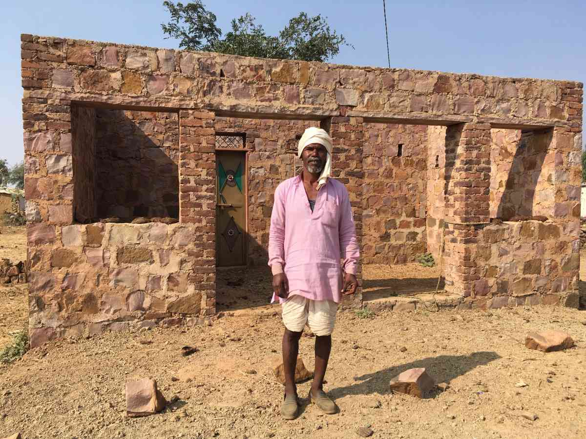 A villager in Ratai village is yet to receive the payment to build the roof of his house allotted under PM Awaas Yojana. (Photo credit: Firoz Khan).