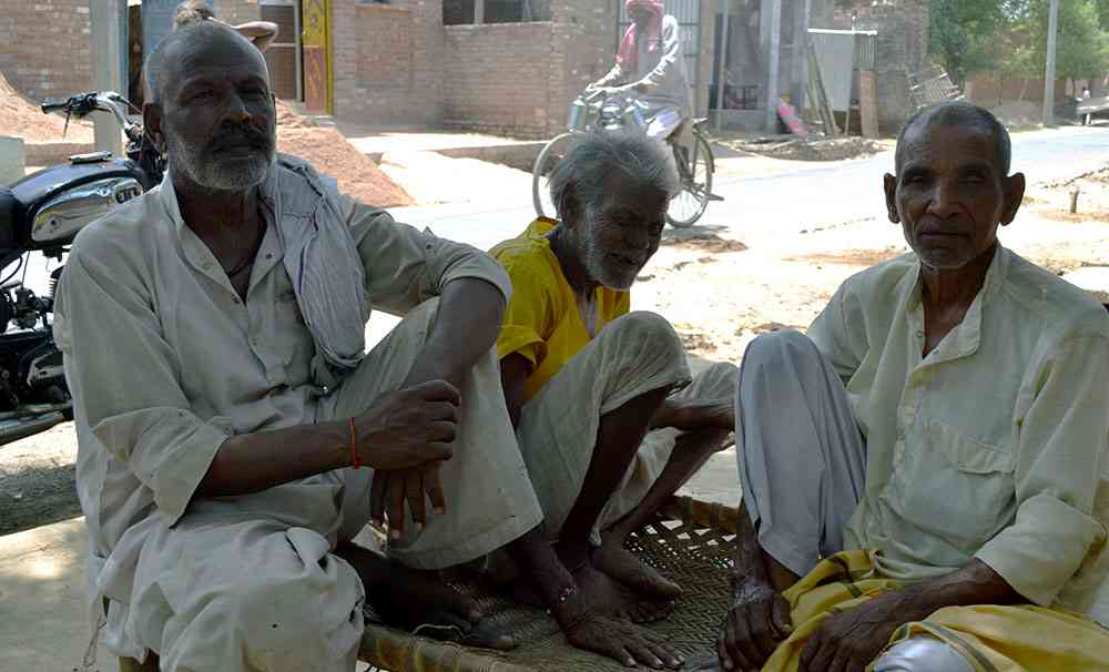 Dalit villagers in Kunwarpur Banwariya, Kannauj. Photo credit: Akash Bisht