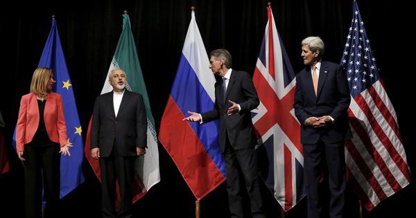 2015 में 'ईरान परमाणु समझौता' ईरान और दुनिया की छह विश्व शक्तियों के बीच हुआ था. लेकिन, मई 2018 में डोनाल्ड ट्रंप ने इस समझौते में खामियां बताते हुए अमेरिका को इससे अलग कर लिया | फोटो : एएफपी