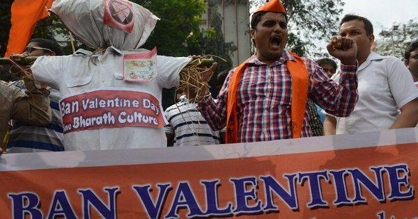 'इस बार लखनऊ विश्वविद्यालय ने वैलेंटाइन डे के लिए बजरंग दल से हाथ मिला लिया है!'