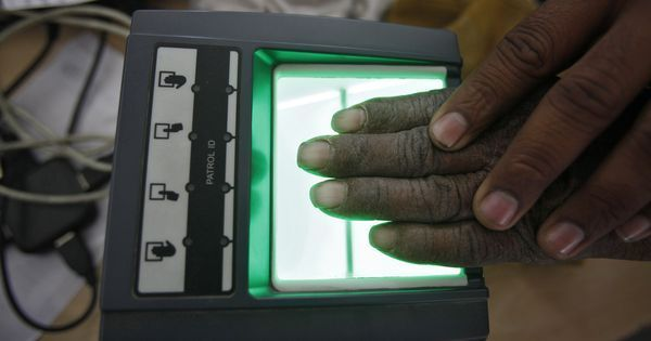 Government must clarify that linking Aadhaar to bank account is voluntary, says bank union