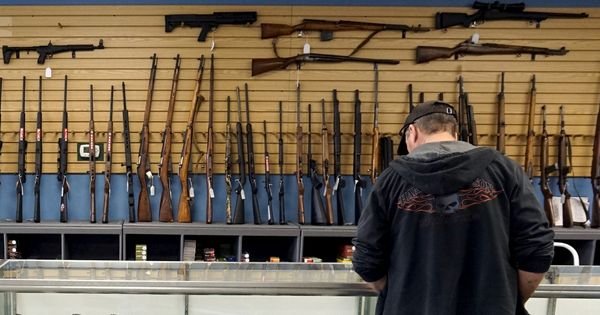 क्या यह सच है कि अमेरिका में बंदूकें सब्जी-भाजी की तरह खरीदी-बेची जा सकती हैं?