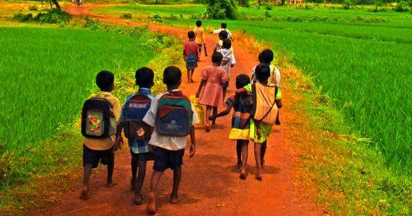 योगी सरकार आठ महीने में जो स्वेटर न खरीद सकी, स्कूलों को 30 दिन में खरीदकर बच्चों को देने हैं