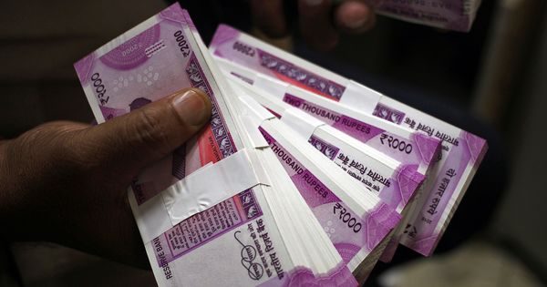 Number of fake Rs 2,000 notes increased significantly in 2017-'18 financial year, reveals RBI report