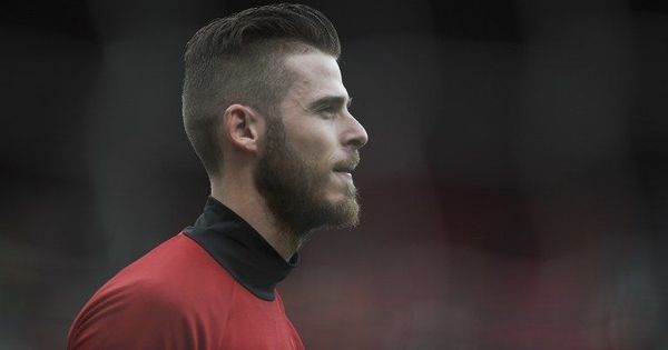 'I can guarantee that he's not going this season.': Mourinho ends speculation involving De Gea