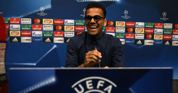 Juventus will eliminate the best team in the world if  they beat Barcelona, says Dani Alves