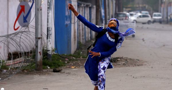 Srinagar: At least 24 injured as fresh clashes break out between students and security forces