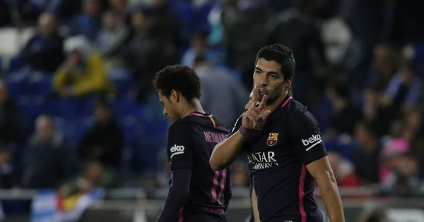 Luis Suarez double helps Barcelona win Catalan derby and remain above Real Madrid