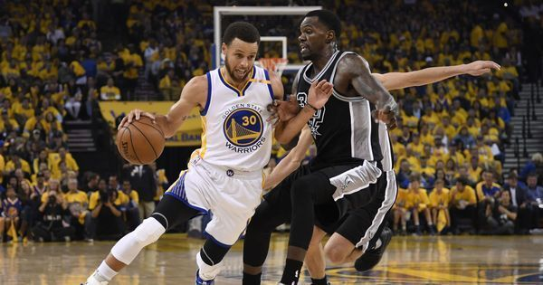 Stephen Curry stars in Golden State Warriors' crushing win over San Antonio Spurs