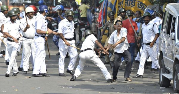 Journalists assaulted by Kolkata Police during protest march by Left Front