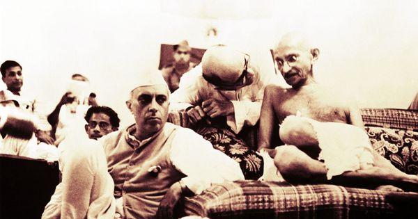 नेहरू अगर बड़े हो सके तो इसलिए भी कि वे अपने गुरु से अपनी असहमति बेझिझक और निरंतर व्यक्त कर सके