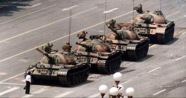 'टैंक मैन' को 'शूट' करने वाले चार्ली कोल का निधन