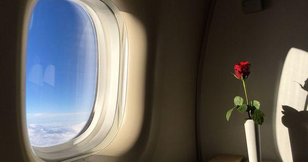 हवाई जहाज में उड़ान भरते या उतरते समय खिड़कियां खुली और कुर्सी सीधी रखने को क्यों कहा जाता है?
