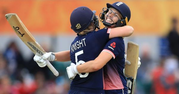 Women's World Cup: England bounce back from India defeat with comprehensive win over Pakistan