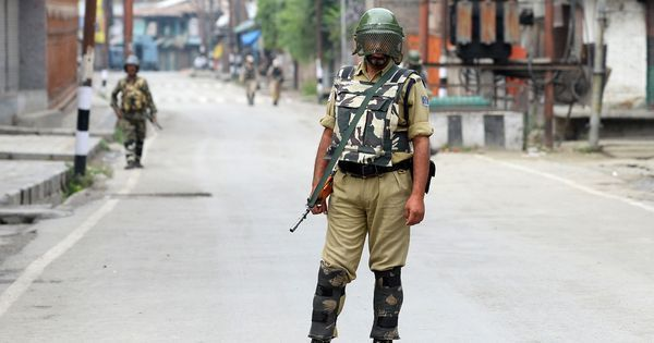 Jammu and Kashmir: Soldier, suspected militant killed in gunfight in Pulwama