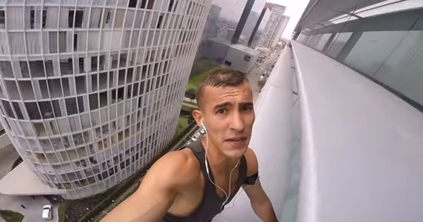 Watch this Spiderman-inspired Russian climbing a skyscraper in Mexico without safety equipment