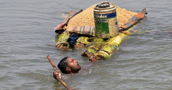 'उस शाम जो अफवाह फैली वह बाढ़ से परेशान लोगों के लिए एक और आपदा से कम नहीं थी'