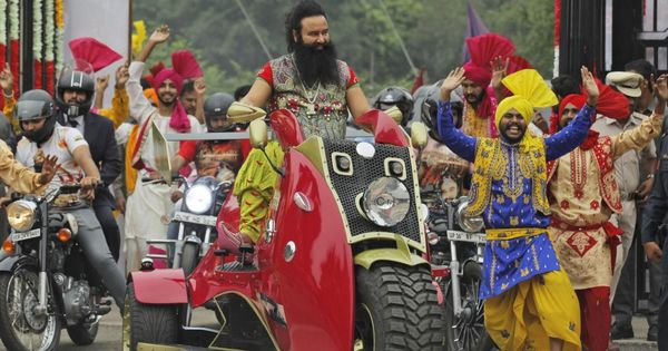 Not just mob frenzy: What is common between followers of Ram Rahim and Sri Sri Ravi Shankar?