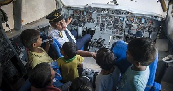 Video: Those who cannot afford a flight ticket can still get a peek into a plane, thanks to this man