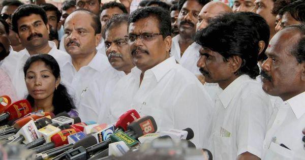 तमिलनाडु : दिनाकरन समर्थक 18 एआईएडीएमके विधायक अयोग्य घोषित