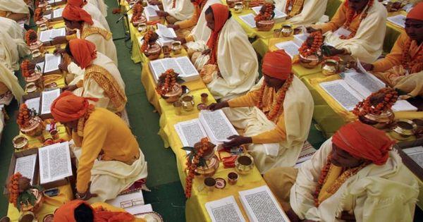 हिन्दू जैसे विविधवर्णी धर्म को किसी एक खांचे में ठूंसने की कोशिश सफल नहीं हो सकती